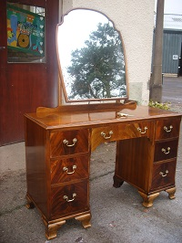 Vintage dresser with shaped mirror. c.1950 restored as a rat dressing table. Dimensions – 151 cm tall, to top of table 82 cm, 100 cm wide and 50 cm depth. Price: £250